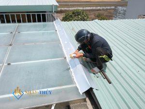 thợ chống thấm nhà tại nhà bè