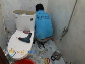 xử lý nhà vệ sinh có mùi hôi