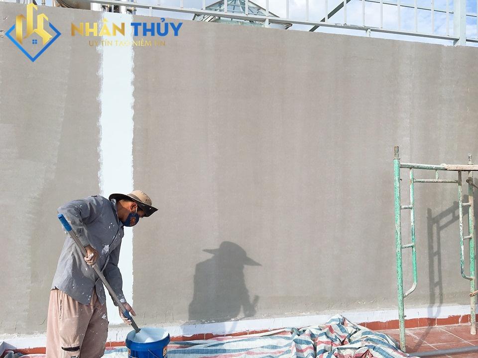 cách xử lý tường bị nứt thấm nước