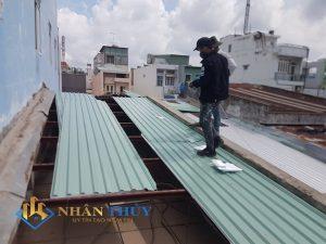 thợ thi công mái tôn tại quận 1