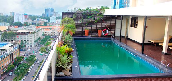làm hồ bơi chống nóng sân thượng