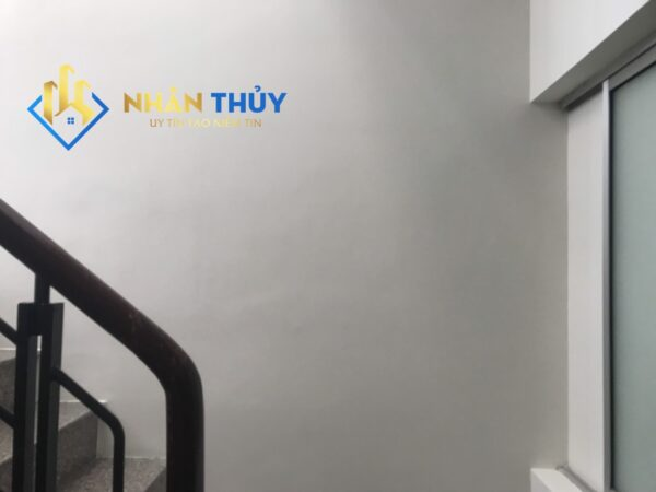 sơn tường cầu thang