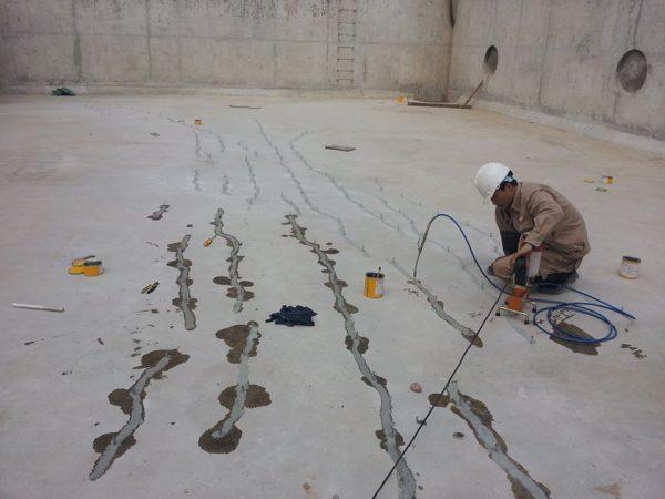 chống thấm sân thượng bằng bơm fom