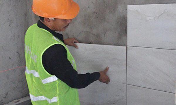 ốp tường gạch chống thấm chân tường
