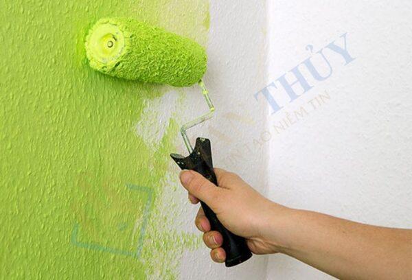 cách lăn sơn tường