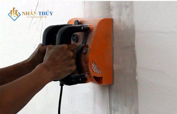 làm sạch sơn tường nhà cũ