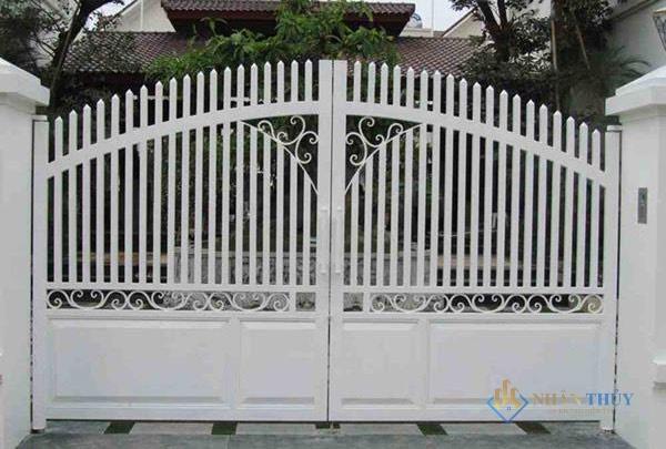 sơn cổng sắt màu trắng